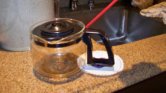 SpringHill Suites Memphis Downtown: broken coffee pot