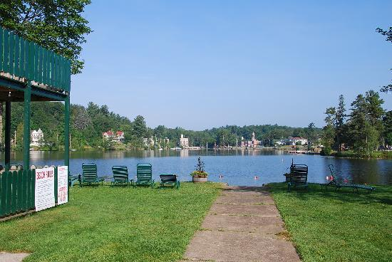 Adirondack Motel: The lovely view from the motel across the lake