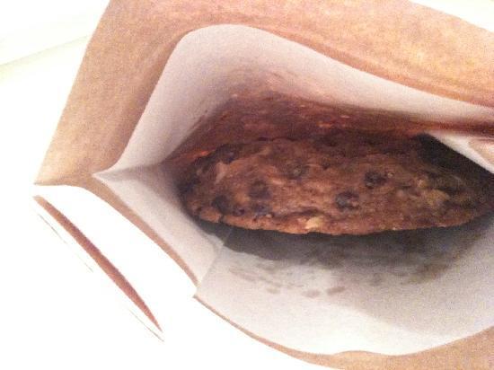 DoubleTree by Hilton Kuala Lumpur: Doubletree Choc Chips Cookie!