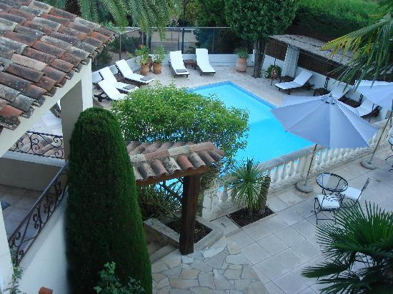 Hotel La Grande Bastide: View of pool from room 15
