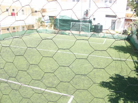 Planos Bay Hotel: footbal pitch