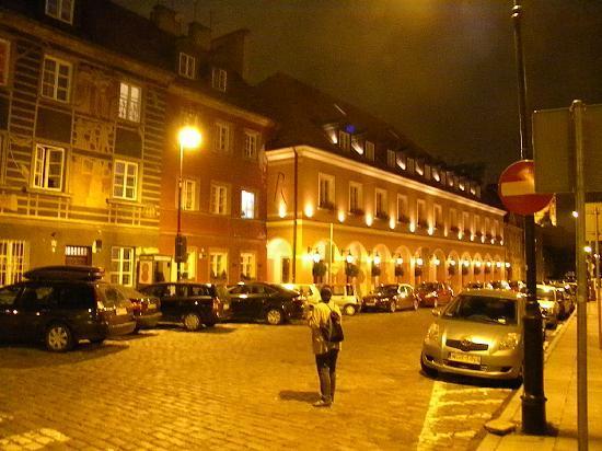 Mamaison Hotel Le Regina Warsaw: hotel exterior by night