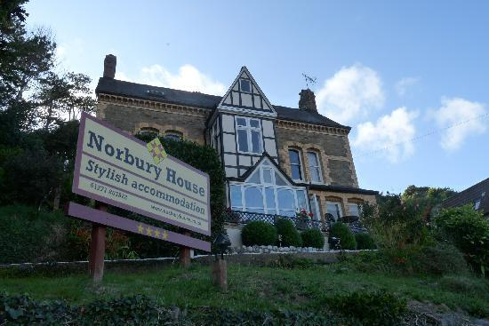 Norbury House Hotel: It looks beautiful up on the hill.