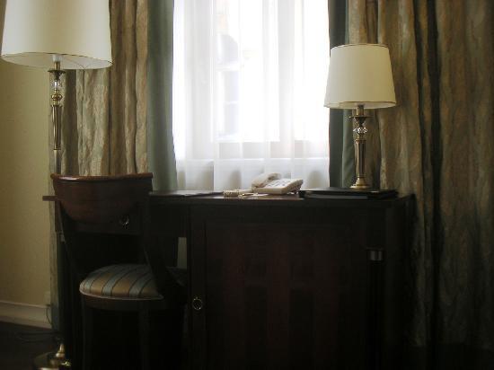 Leopolis Hotel: room