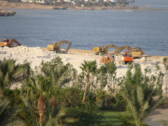 Four Seasons Resort Sharm El Sheikh: the machinery for the ground levelling