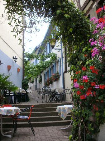 Hotel Pfauen Garni: Restaurant Sonne (gegenüber Hotel Pfauen)