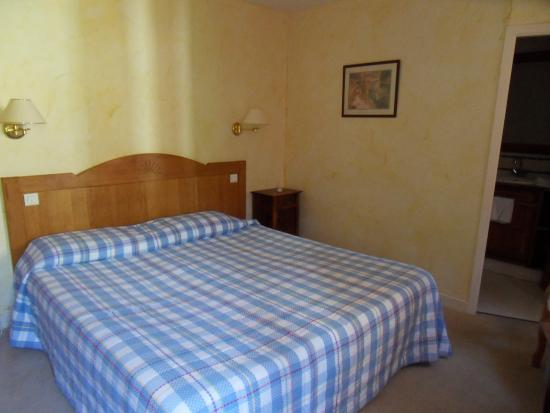 Larrau, France: chambre grand lit