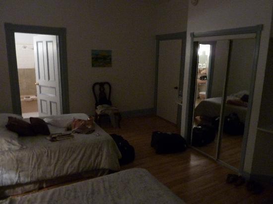 Chez Marie-Claire: La chambre