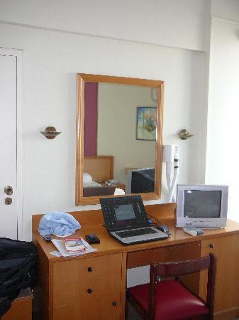 Flamingo Beach Hotel: Der Schreibtisch