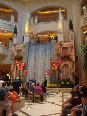 Palazzo lobby picture of the palazzo resort hotel casino for Best hotel decor las vegas