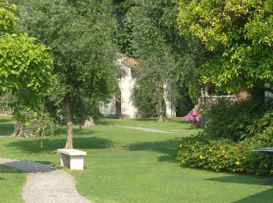 Tignale, Italia: il parco del B&B