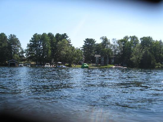 Shamrock Lodge : Paddle boat shot