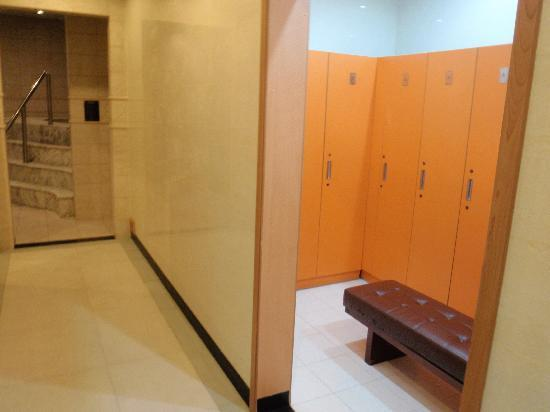New Harbour Service Apartments: female change room
