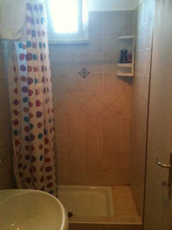 Hotel Orto di Roma: Shower