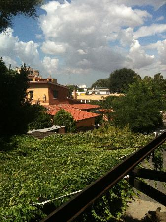 Hotel Orto di Roma: The view from the window outside.
