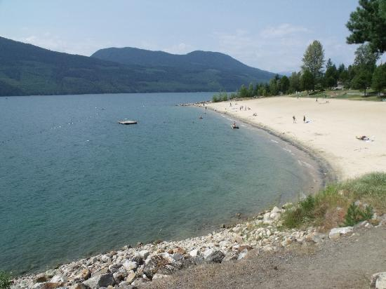 Serenity Views: Public Beach in Village of Nakusp