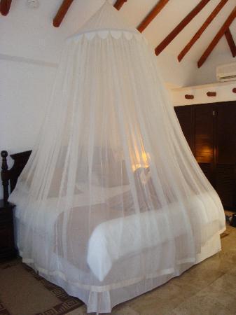 El Dorado Royale, by Karisma: Bed in Casita