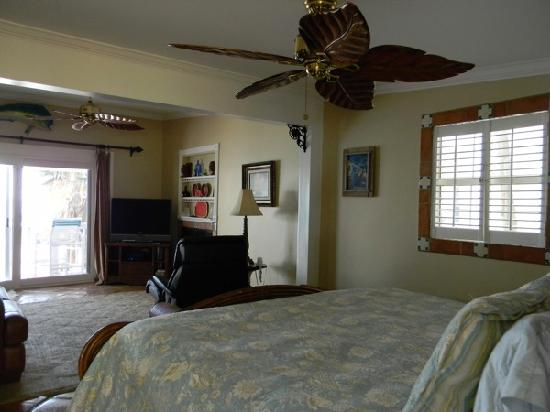 Oceanfront Cottages: Bedroom looking over ocean