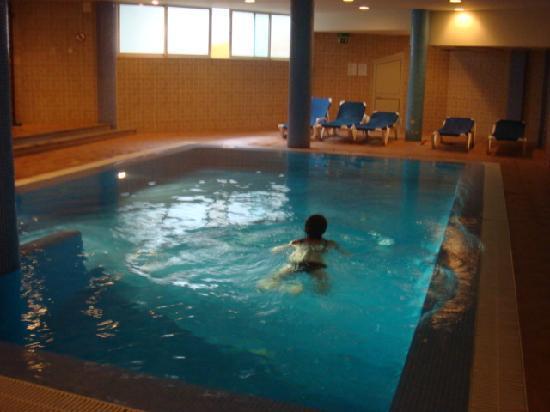 Piscine agr able en sous sol picture of hotel euro moniz for Euro piscine