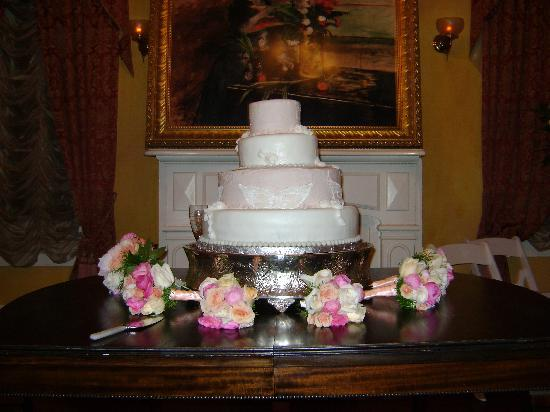 Degas House: Wedding Cake