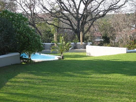 Schoone Oordt Country House : The pool in the well manicured gardens