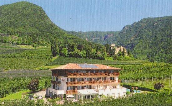 Scena, Italia: Blick auf das Hotel Feldhof