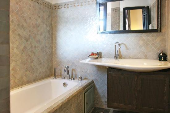 Villa 24 : Villa ABALYA : salles de bains design