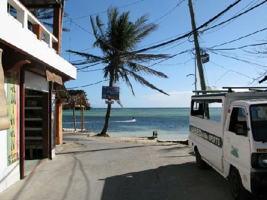 Boracay Kiteresort: View from hotel entrance