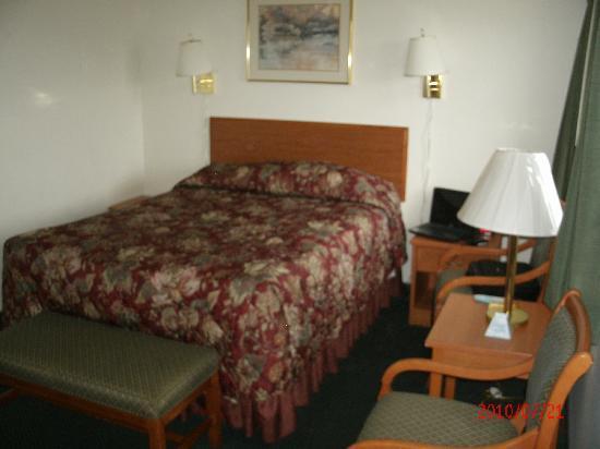 Rodeway Inn Newport: Comfortable bed