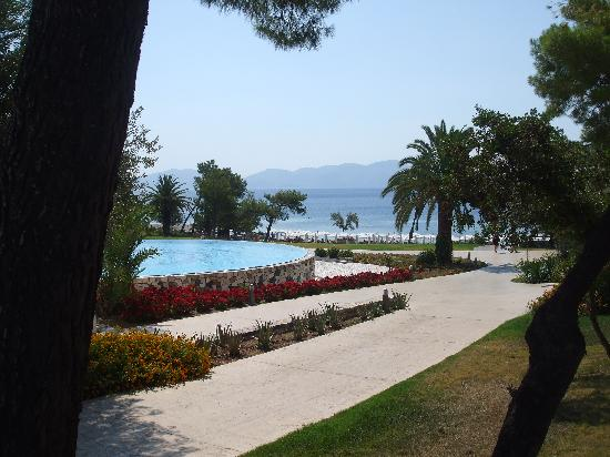 Thermisia, Greece: swimming pool and garden