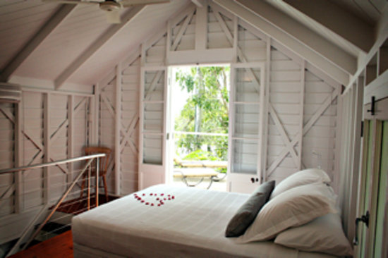 Port Douglas Cottage & Lodge: The Romantic Loft Bedroom