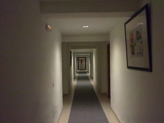 Sol Alcudia Center Apartamentos: Hotel Corridor