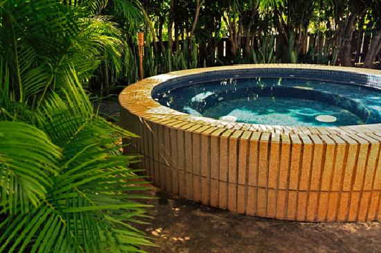 Aloha Beach Vacation Rentals: Huge hot-tub (with room for 12 people!)