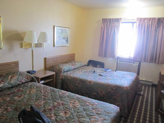 Econo Lodge Madison: bedroom
