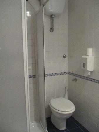 Hotel San Remo: Baño