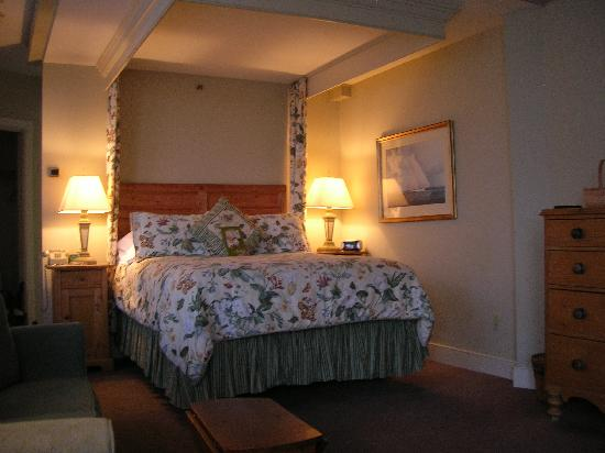 Steamboat Inn: The high bed.
