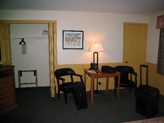 Otsego Club, Resort and Conference Center: Front Area/Desk/Closet