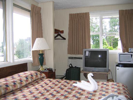 Cairns Motel: Queen bed, fridge/microwave