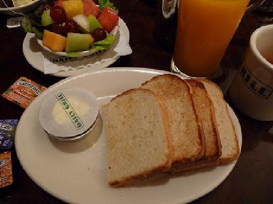 Sheraton Seattle Hotel: レストランの朝食。カットフルーツがおいしかったです。