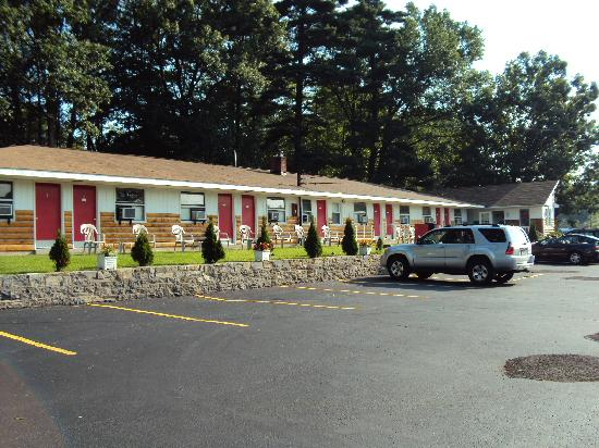 Robinhood motel saratoga springs ny motel reviews for Hotels saratoga springs new york