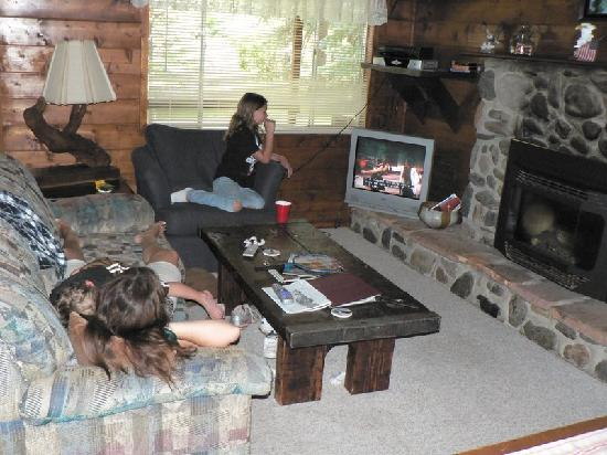 Eagle's Nest Cabins & Homes: Taking a break in Aerie cabin.