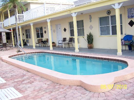 Silver Sands Motel: Pool