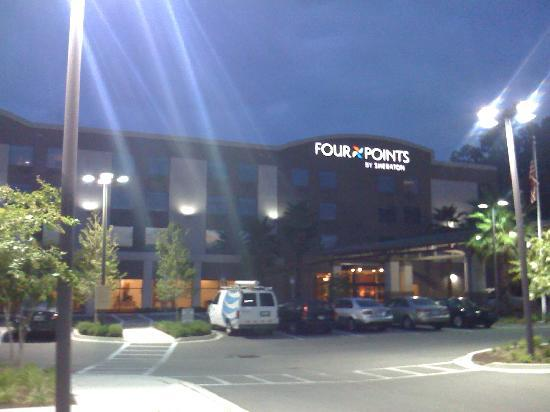 Four Points by Sheraton Jacksonville Baymeadows: Hotel at night