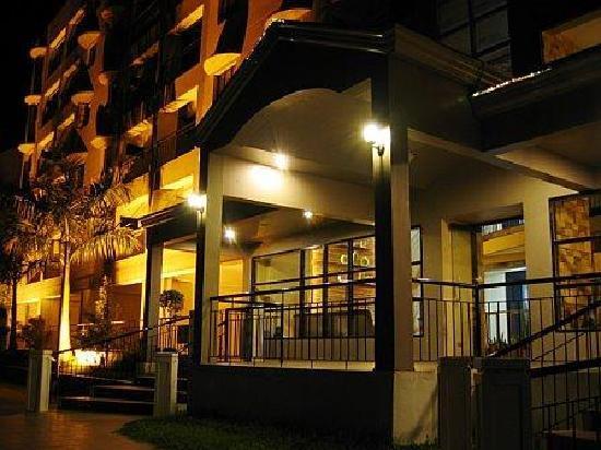 Lancaster Hotel Cebu: Entrance