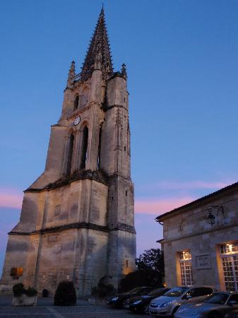 Demeure des Girondins: The cathedral at night.