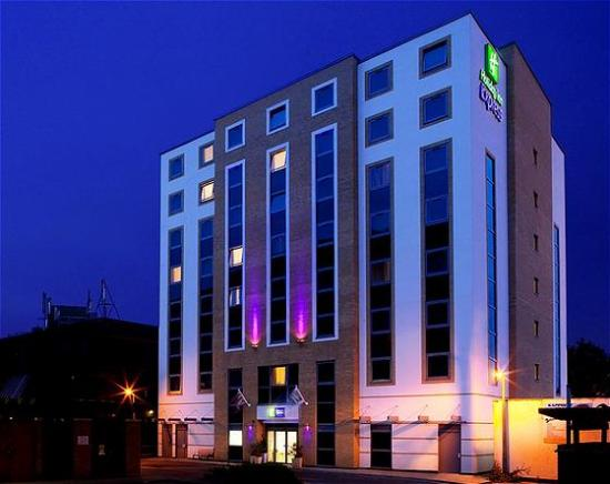 Welcome to the modern, freindly and convenient Holiday Inn Express London-Watford Junction