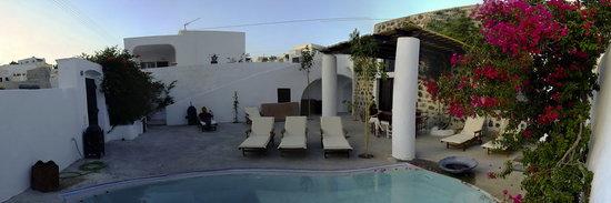 Osho Santorini: picture of the meditation center outside