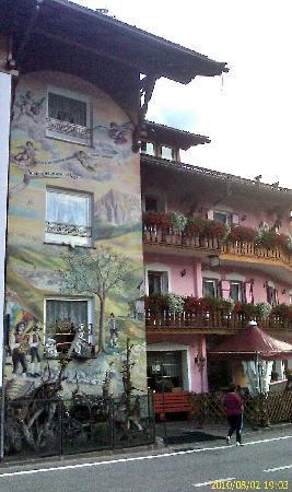Hotel Garni San Nicolo : una sera fresca di agosto a Pozza di Fassa (Dolomiti Italia)