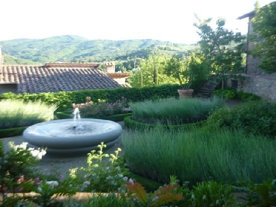 Fontebussi Tuscan Resort: Around the villa