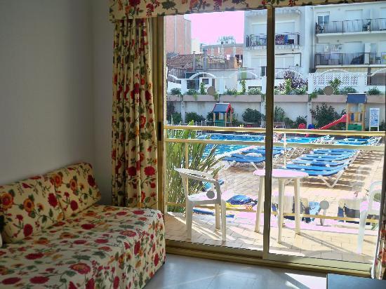 Aparthotel Miami Park: The main room with sofa bed